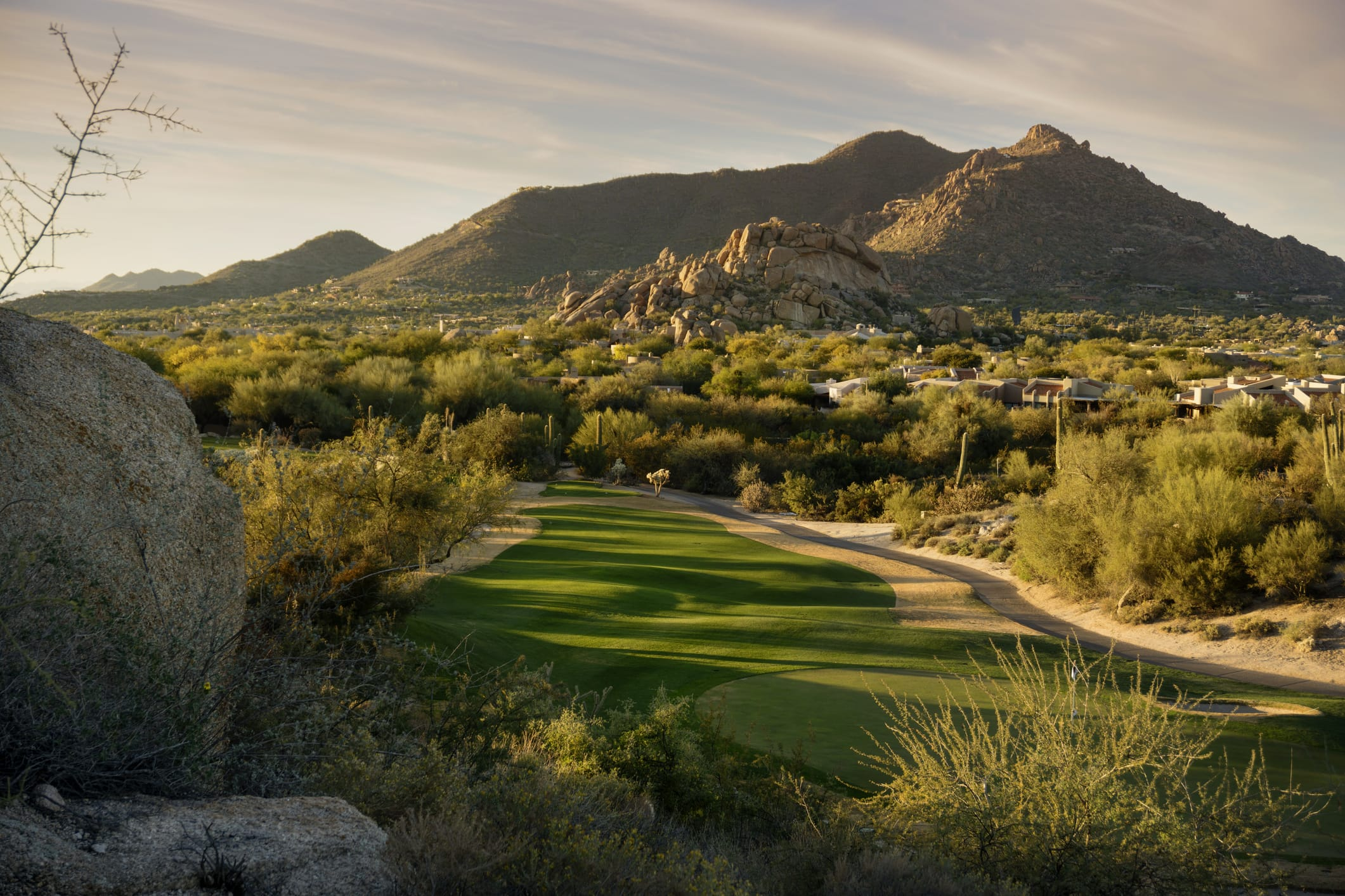 Want to move the family to a beautiful house right off the links? Look no further than these award-winning golf courses in Phoenix, Arizona.